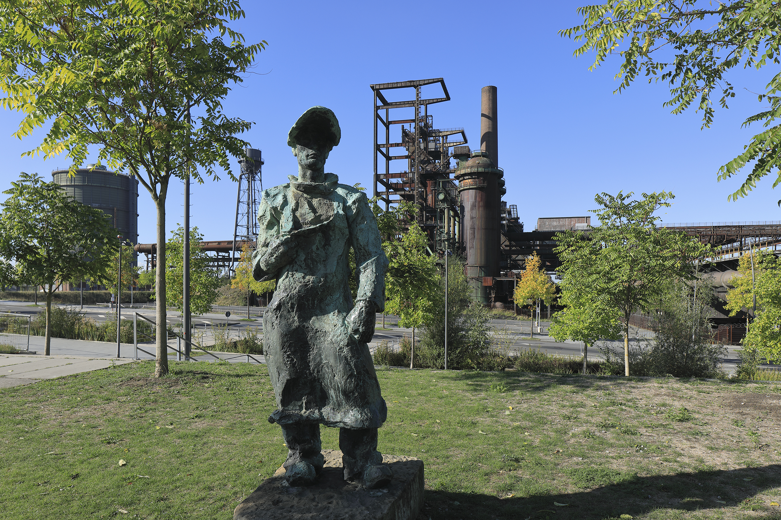 Figur of a miner at the old furnance at PHOENIX West.
